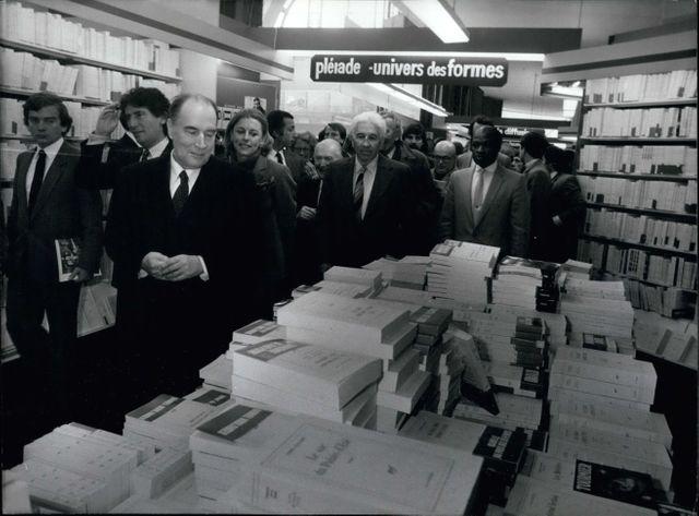 Francois Mitterand et Jack Lang dans une librairie