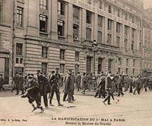 Le 1er mai 1907 devant la bourse du travail à Paris 10e