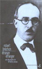 Etrange étranger: une biographie de Fernando Pessoa