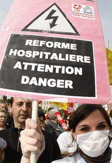 Infirmière manifestant à Nice contre la réforme Bachelot
