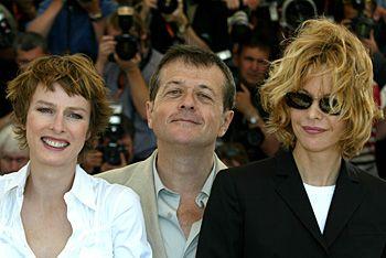 Mai 2003, Patrice Chéreau, président du jury du 56e festival de Cannes, est entouré de Karin Viard et Meg Ryan.