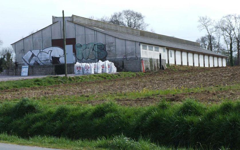 Un atelier hors sol en cours de rénovation à Erquy (Côtes-d'Armor)