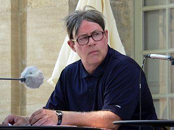 Le comédien Hugues Quester sur le plateau du musée Calvet