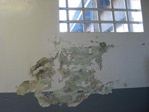 Robben Island - Fenêtre à l'intérieur d'une cellule