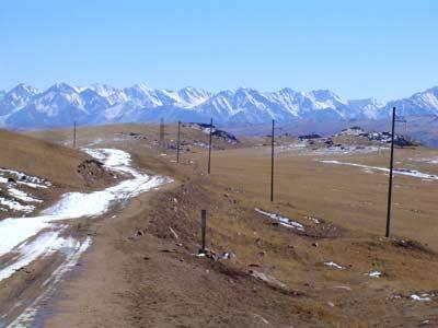 Le vent souffle sur les pistes enneigées de Kirghizie