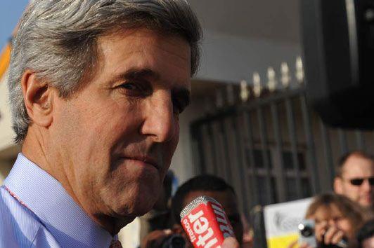 ... ou John Kerry, président de la commission des Affaires étrangères du Sénat américain et envoyé spécial d'Obama au Soudan