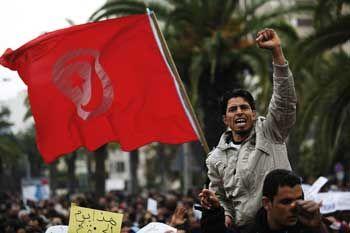 Manifestation à Tunis devant le siège du RCD, l'ancien parti du Président Ben Ali désormais réfugié en Arabie Saoudite