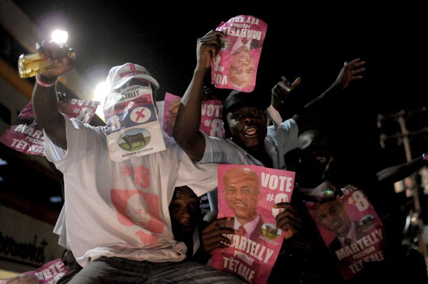 Partisans de Michel Martelly célébrant sa victoire à Port-au-Prince le 4 avril