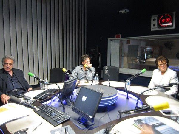 De gauche à droite, René Frydman, Jacques Braunstein et Christine Boutin en studio à France Culture