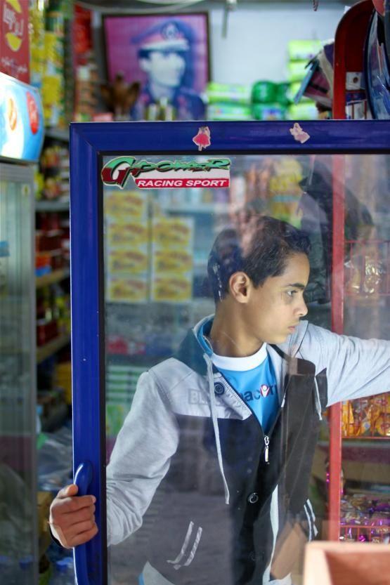Les enfants travaillent tôt avec leurs parents commerçants, dans la medina