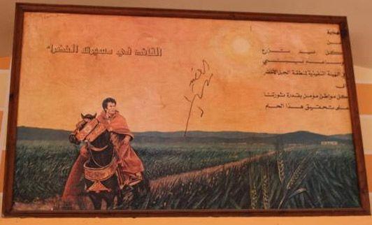 Kadhafi à cheval, un tableau dans un restaurant où l'on déguste le couscous de chameau