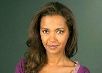 """Karine Lemarchand, présentatrice , qui évoqua entre autres """"la dame de ches Maximssss"""" et """"Robert HirTch"""""""
