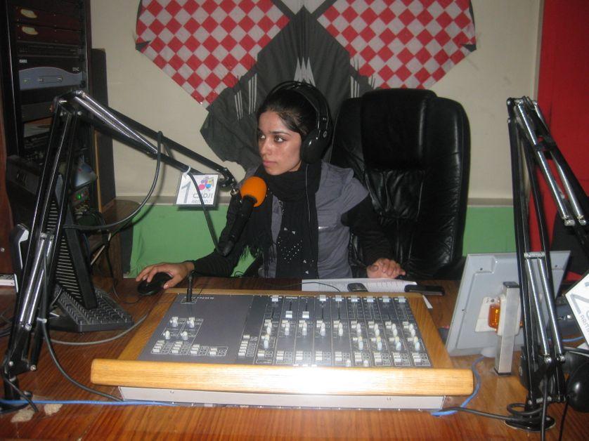 Une animatrice et dj de Arman Radio