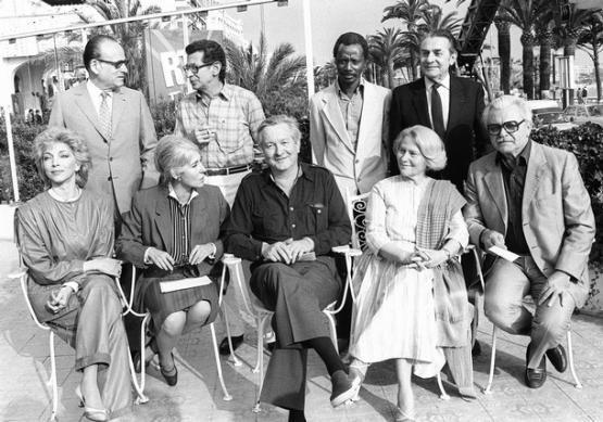 Yvonne Baby, jurée au festival de Cannes, 1983. La deuxième femme, assise, en partant de la gauche.