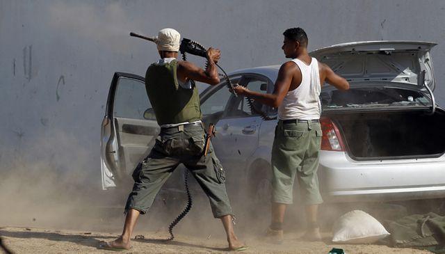 Insurgé libyens se battent contre des pro-Kadhafi à Tripoli