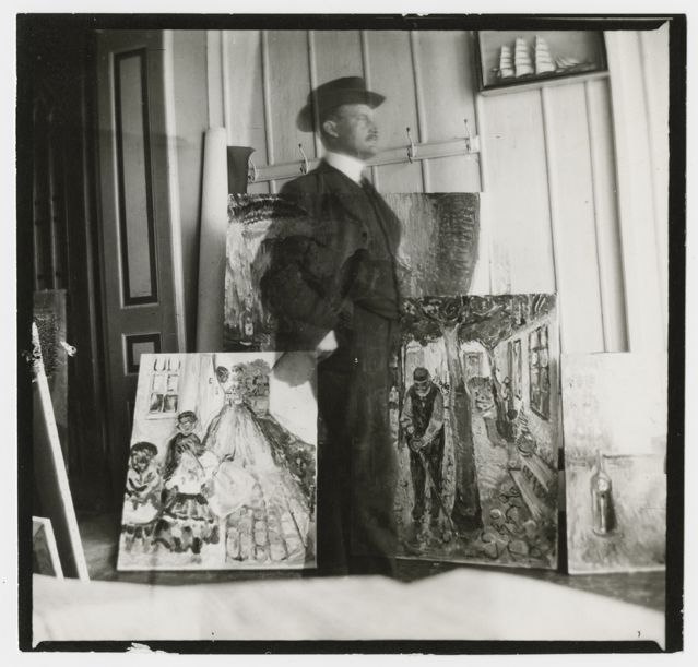 Selvportrett i 53 Am Strom i Warnemünde [Autoportrait, 53 quai Am Strom, Warnemünde], 1907 Epreuve gélatino-argentique, 9 x 9.4