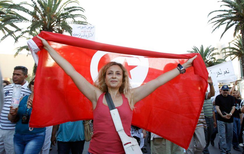 Une jeune Tunisiene lors d'une manifestation à Tunis le 7 juillet 2011