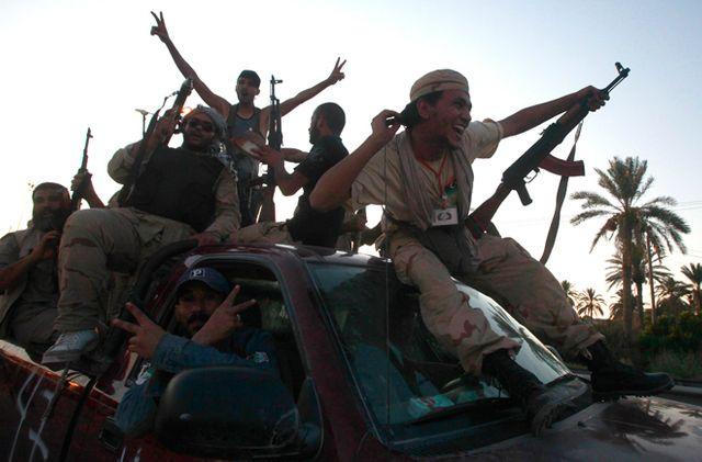 La joie des rebelles sur la route vers Tripoli