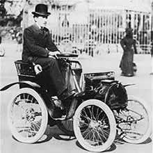 Louis Renault et sa première voiture 1903