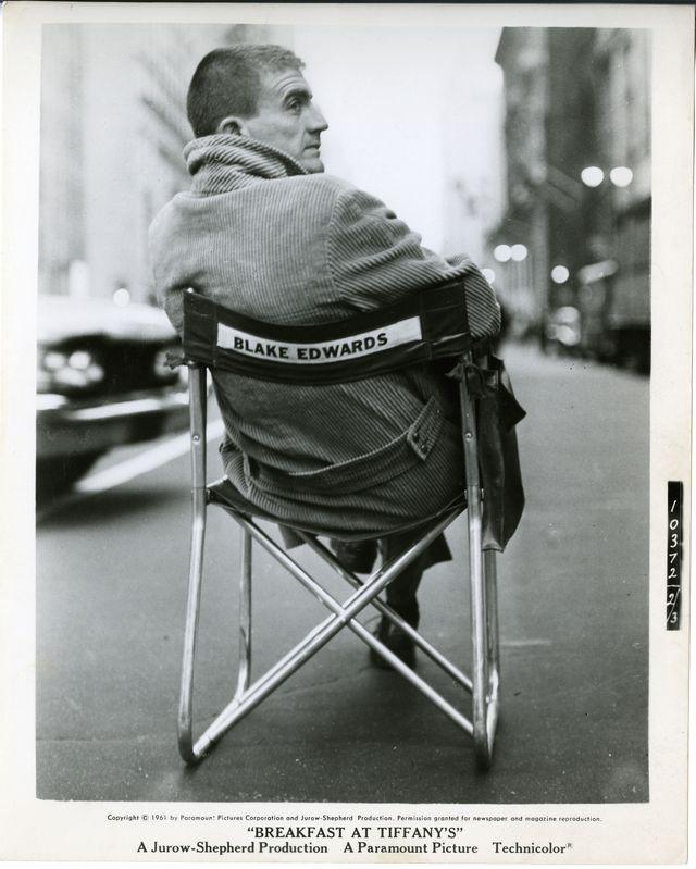 Blake Edwards sur le tournage de Diamants sur canapé (1961)