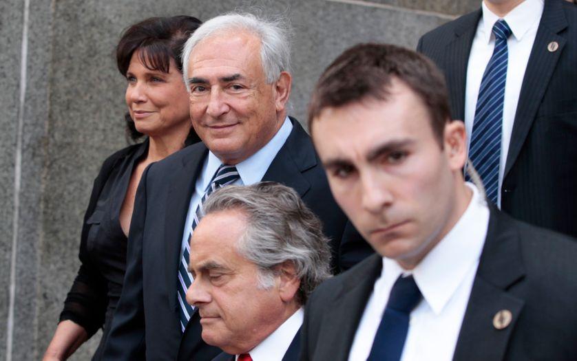 Dominique Strauss-Kahn et son épouse Anne Sinclair le 23 août à leur sortie du tribunal de Manhattan