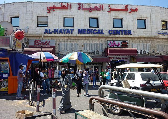 Centre médial de la rue Salah Ed-Din à Jérusalem-Est.