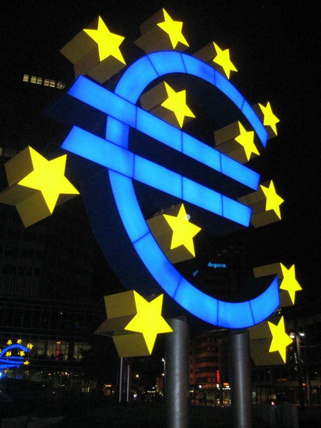 L'Euro devant la banque centrale européenne à Francfort