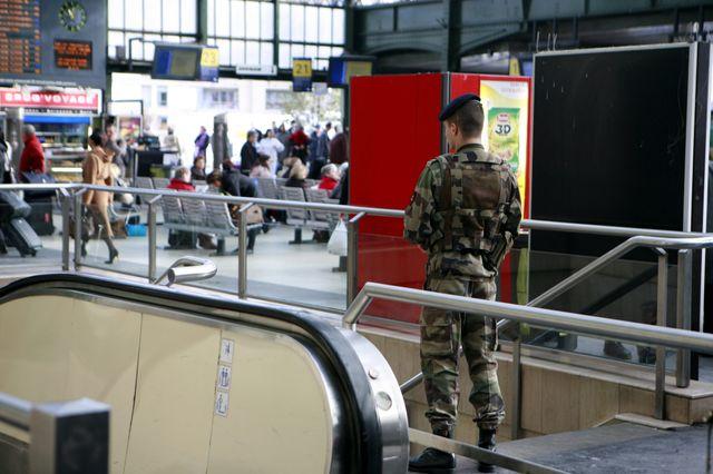 Militaire à la gare de Lyon