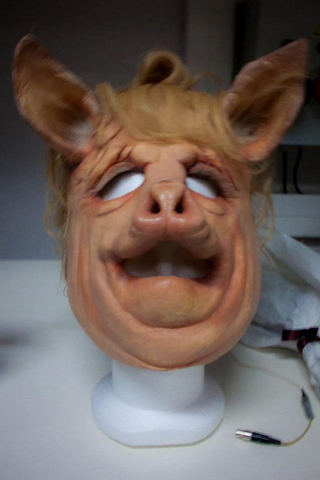 Truismes, masque de la cochonne