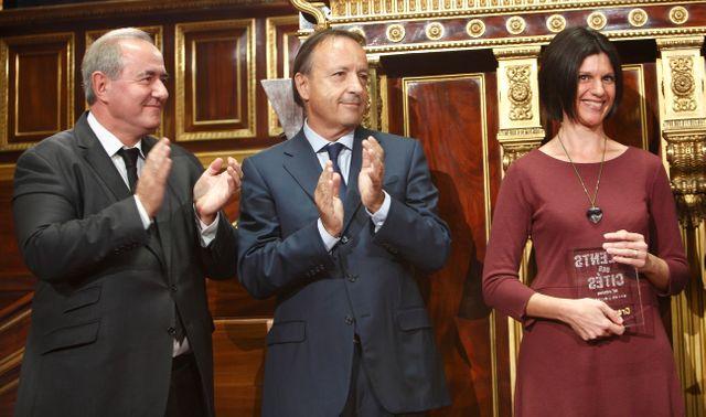 Maurice Leroy (Ministre de la Ville), Jean-Pierrre Bel (Président du Sénat) et Cécile Galoselva (lauréate nationale)