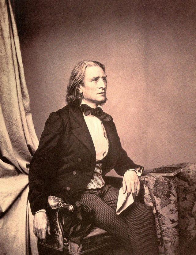 Franz Liszt photographié en 1858 par Franz Hanfstaengl
