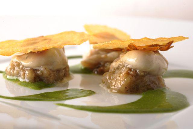 Pierre Gagnaire / Huitre-aubergine-feuille de pomme de terre-saumon fumé