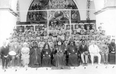 Quarante orphelins de la fanfare royale du ras Täfäri au Patriarcat arménien de Jérusalem, peu avant leur départ pour l'Éthiopie