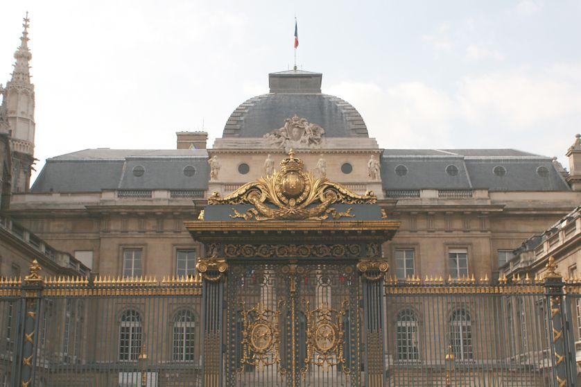 Façade du Palais de justice de Paris