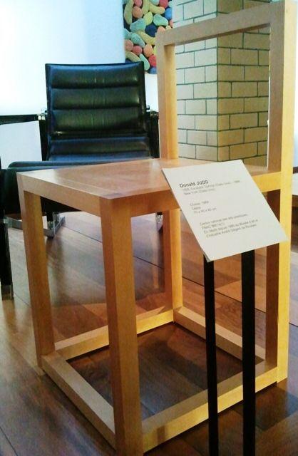 La chaise de Donald Judd, photographiée lors de son exposition à la Piscine de Roubaix, en novembre 2011- Christine Siméone