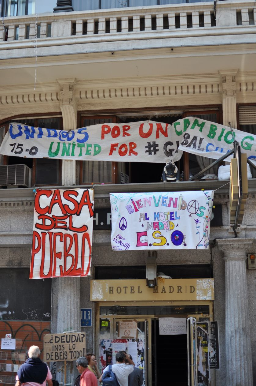 Façade de l'hôtel Madrid, occupé par les indignés espagnols