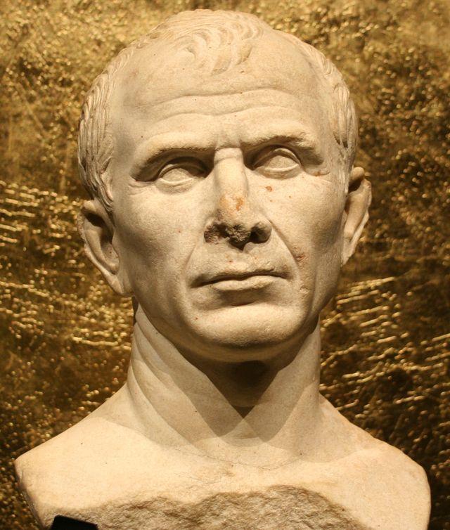 Buste de Jules César au Musée de l'Arles et de la Provence antiques