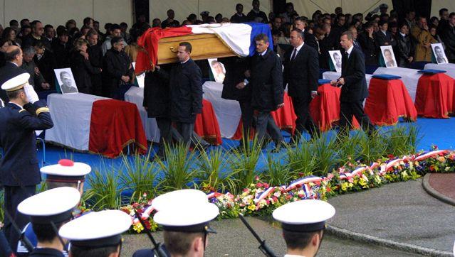 Obseques des français morts dans l'attentat de la DCN