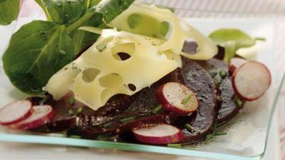 recette-3908-Carpaccio de betteraves à l'Emmental, radis et mâche