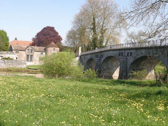 Ollans: la maison du gardien et le pont