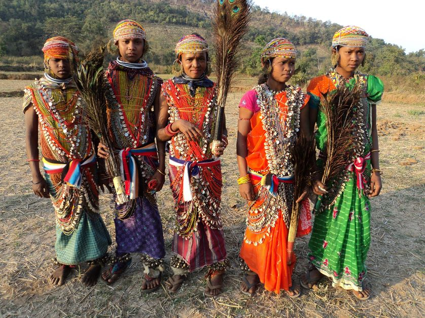Femmes en habits traditionnels de la culture Remo, en Inde. Langue très en danger que l'on peut retrouver désormais en ligne