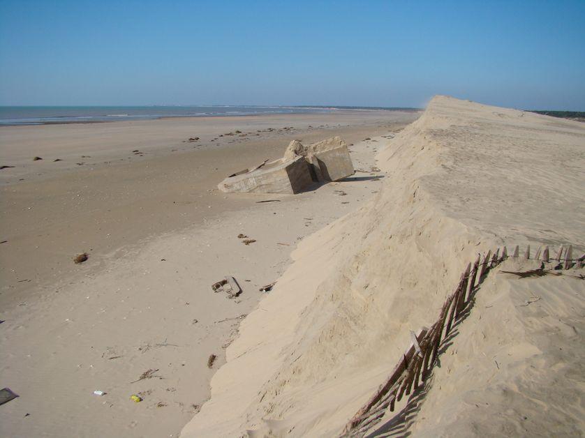 recul du trait de côte de 20 m au cours de la tempête Xynthia et mise à jour d'un blockhaus dans le sud-ouest de l'île d'Oléron