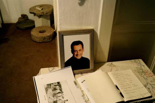 Hommage à Sarkozy dans le village natal de sa famille Bocsa