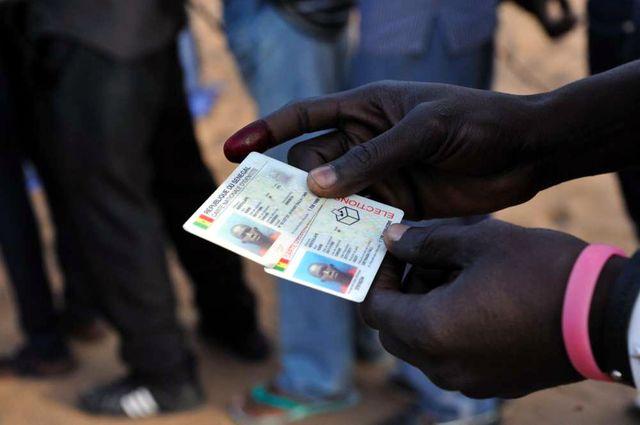 Carte d'identité et carte d'électeur