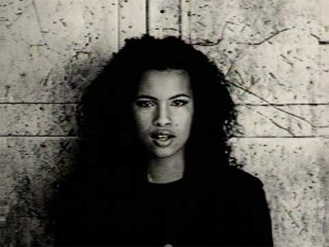 "Neneh Cherry dans le clip de ""7 Seconds"""