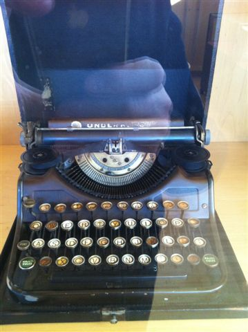 Fonds Léo Malet : machine à écrire