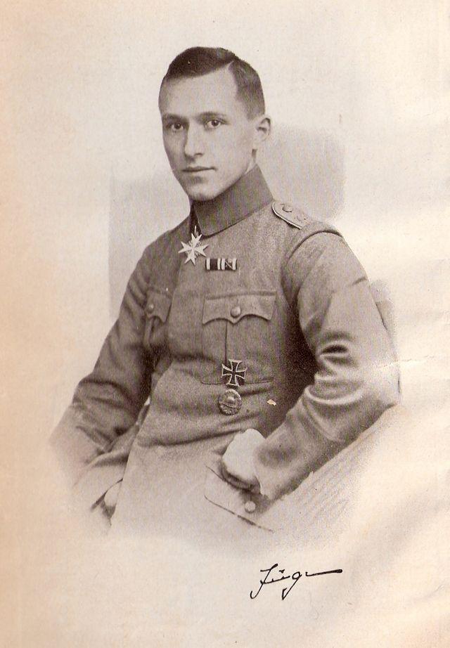 Ernst Jünger en uniforme à la fin de la Première Guerre Mondiale