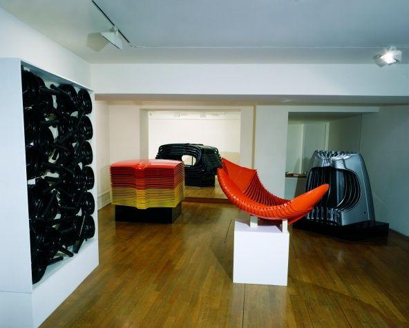 Exposition des Accumulations Renault d'Arman à la galerie Vallois