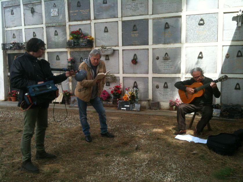 Pedro Soler à la guitare et André Velter au micro d'Arthur Gerbault Cimetière de Collioures