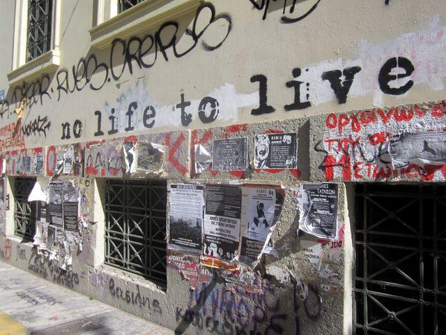 Inscription dans les rues d'Athènes